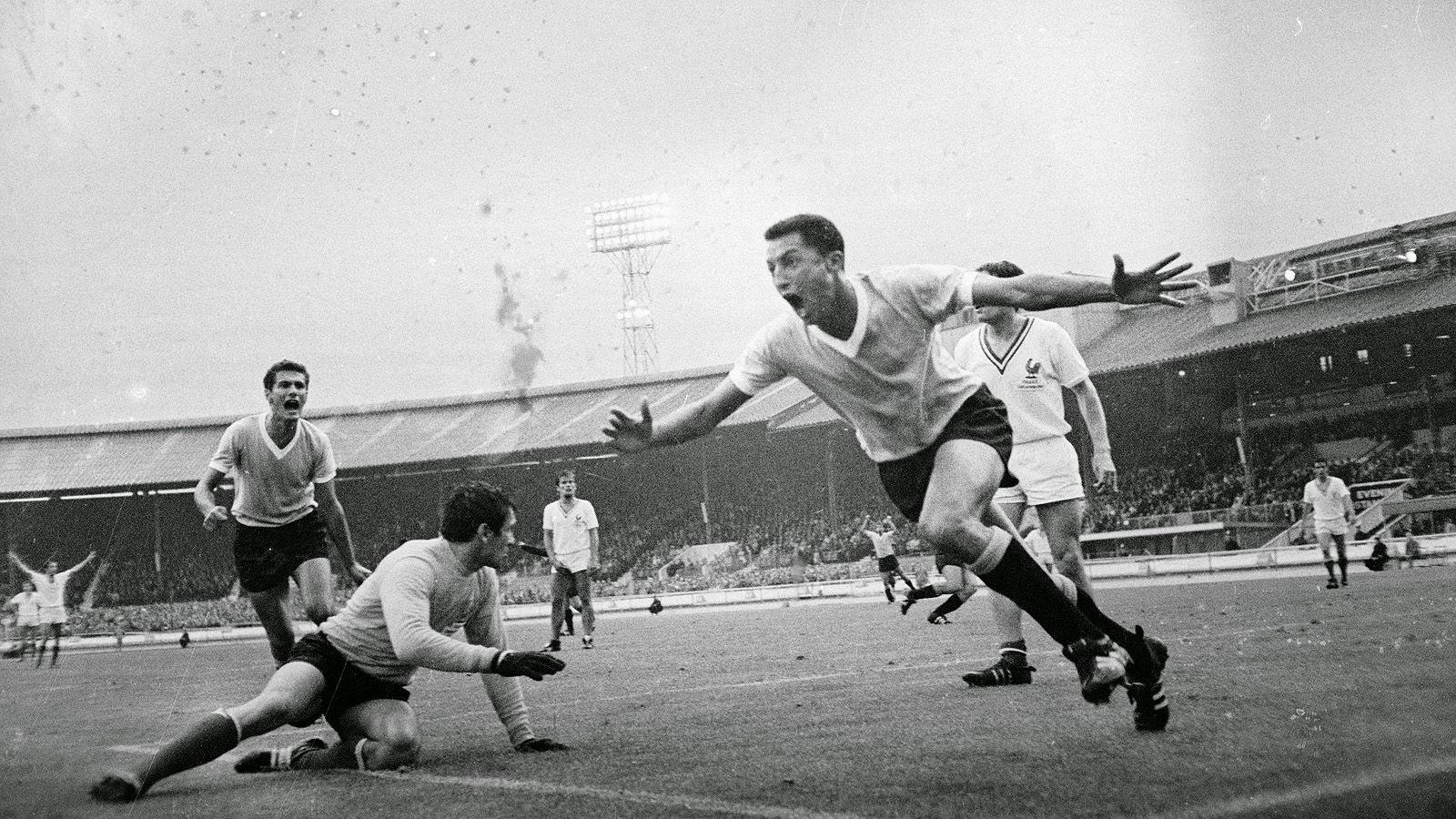 wc 1966 uruguay francia 6.jpg