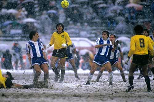 Soccer - Intercontinental Cup Final - Toyota Cup - FC Porto v C.A. Penarol - National Stadium - Tokyo